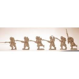 F102 Infanterie avançant avec paquetage