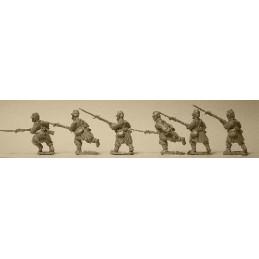 F104 Infanterie avançant avec paquetage léger