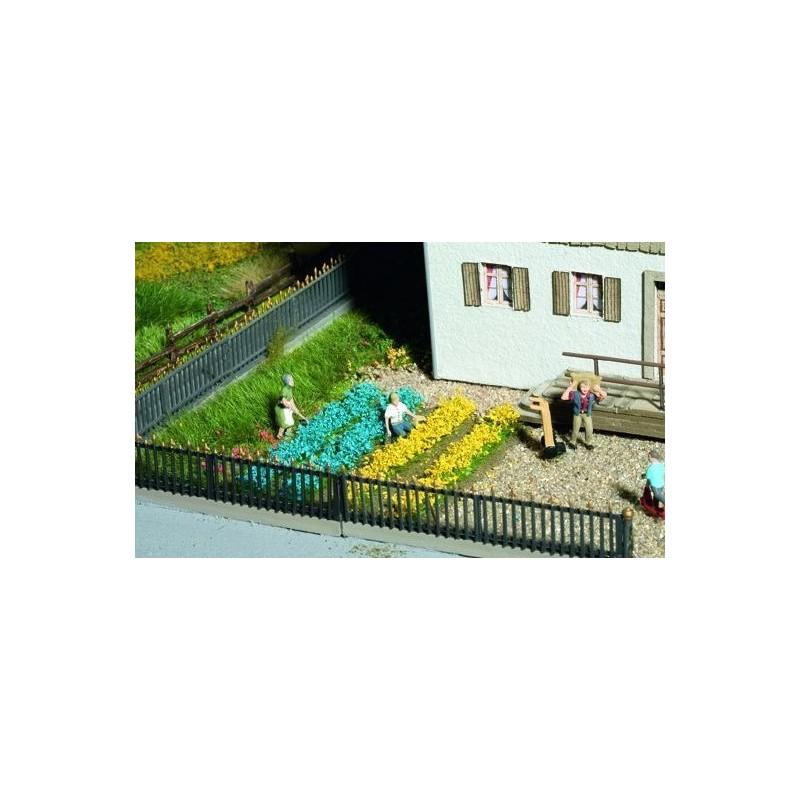 07138 Plates-bandes de fleurs (36 touffes et bandes)