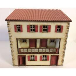 Large maison espagnole à trois étages