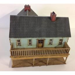 Grande maison avec balcon