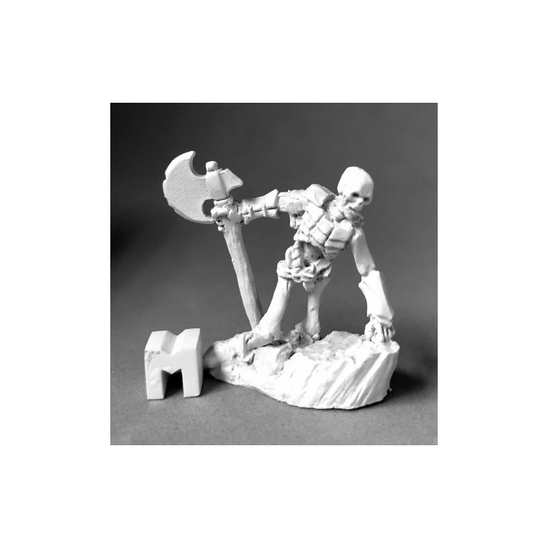 03900 Squelette se relevant