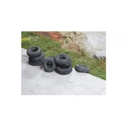 25027 Vieux pneus de tailles moyennes
