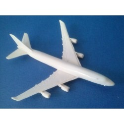 Grand avion civil en PVC de 8,3 x 7,8cm
