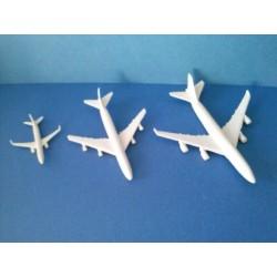 Grand avion civil en PVC de 8,3 x 7,8cm
